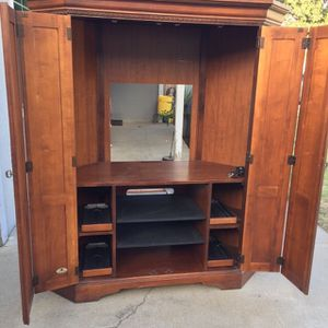 Tv stand cabinet fit 40 inches In Good Condition for Sale in Fresno, CA