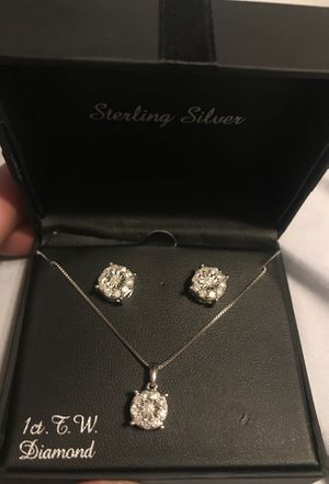 Diamond earring and pendant set for Sale in Warren, MI