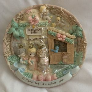New Precious Moments Nativity Scene Wall Plate with Door In Box for Sale in Mesa, AZ
