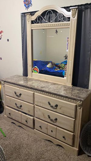 Full BED and Dresser and Nightstand for Sale in Kissimmee, FL