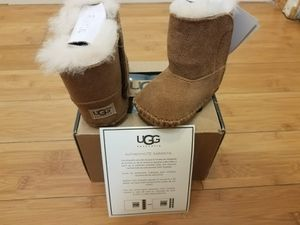 Baby UGG boots size 0/1 for toddler for Sale in Lynwood, CA