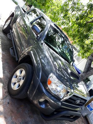Toyota tacoma v6 4.0 for Sale in Miami, FL