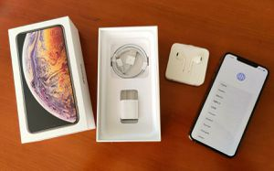 iPhone XS Max 64GB Gold - (Unlocked, New OEM Accessories) - EXCELLENT for Sale in New York, NY