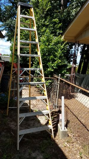 Yellow Werner 10 ft. A-Frame Ladder - Wide Base for Extra Stability - Works Great, No issues for Sale in West Columbia, SC