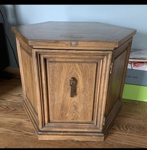 Solid Wood End Table w/Storage for Sale in Chicago, IL