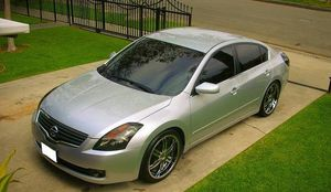 2OO8 Nissan Altima price $1000 for Sale in Philadelphia, PA