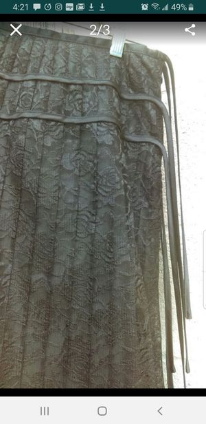 Apostrophe' sz 2 lace skirt for Sale in Steilacoom, WA