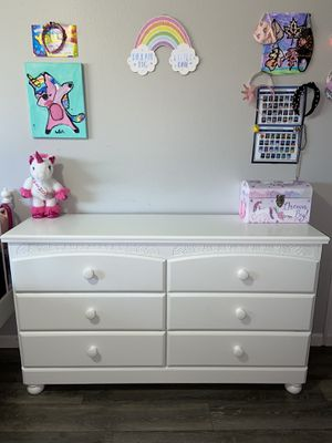 PENDING PICK UP / Dresser & Mirror for Sale in Brooks, OR