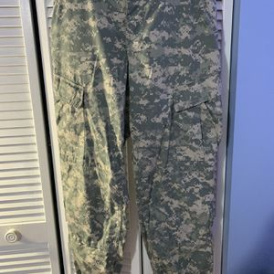Army Camo Pants Cargos for Sale in Hialeah, FL