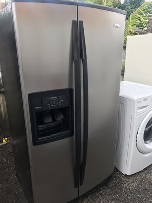 Refrigerator stainless still whirlpool for Sale in Palm Springs, FL