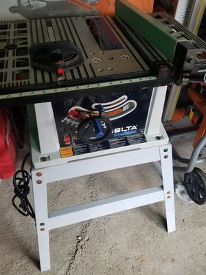 Delta 10in table saw with stand model TS200LS for Sale in Rialto, CA