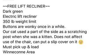 Electric lift recliner for Sale in Winneconne, WI