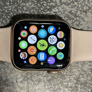 Series 4 Rose Gold 40mm Apple Watch for Sale in Nashville, TN