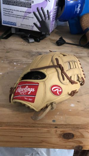 Baseball gloves for Sale in Oswego, IL