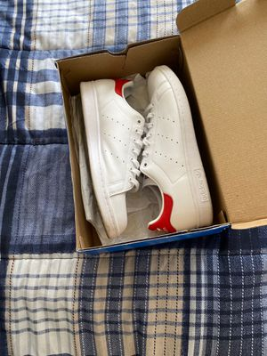 Stan smith adidas with red back for Sale in Baton Rouge, LA