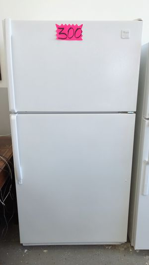 $300 Whirlpool Refrigerator for Sale in Long Beach, CA