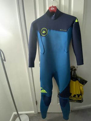 Quiksilver Boys Syncro Series 2/3mm back zip wetsuit size 16 for Sale in Virginia Beach, VA