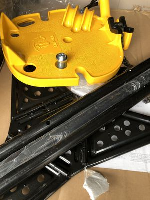 """Steel Dragon Tools 72037 6"""" Tripod Pipe Chain Vise Stand Model 460 12R 300 700 for Sale in Fresno, CA"""