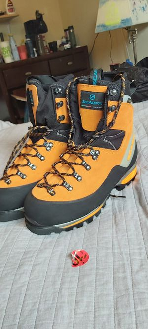 Scarpa Mont Blanc GTX size 10 men, 11 women Made In Italy Mououtntain Climbing Boots for Sale in Littleton, CO