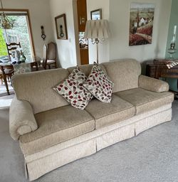 Beige Couch for Sale in Federal Way,  WA