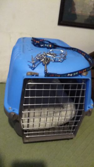 Small dog crate, bed, and leash an collar for Sale in Columbus, OH