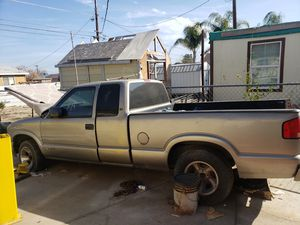 98- 2000 chevy s10 parts for Sale in Bakersfield, CA