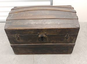 Antique Dome Top Steamer Trunk for Sale in Seattle, WA