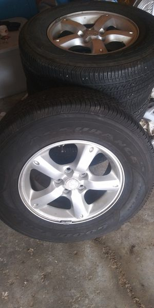 Like New Tire set 265 R 70 16 for Sale in Kansas City, MO