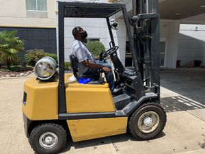5K Yale forklift w/ Full Mast and Side Shift for Sale in DeSoto, TX