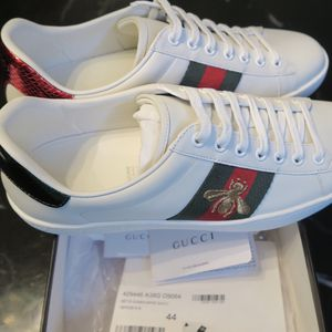 All white bee ace gucci sneakers for Sale in Dallas, TX