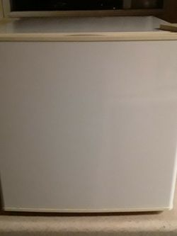 GE Mini Refrigerator - Only Used for One Weekend - Works Great (*Price Reduced*) for Sale in Sarver,  PA
