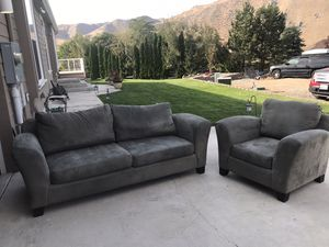 Comfortable couch and matching chair for Sale in Orondo, WA