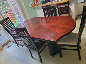 Table with 4 chairs for Sale in Tacoma, WA