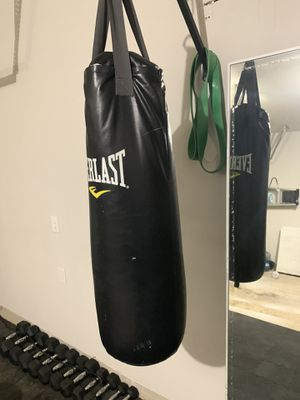 Heavy Bag Everlast 70lbs Punching Boxing for Sale in Katy, TX