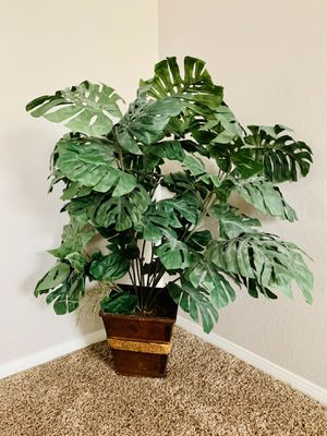 Artificial/ Fake Plants / Indoor Bush or Tree / Small to Medium Size / Decor / Decoration for Sale in Etiwanda, CA