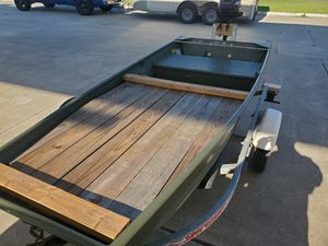 10ft jon boat with 3.5 mercury outboard motor and trailer for Sale in Houston, TX