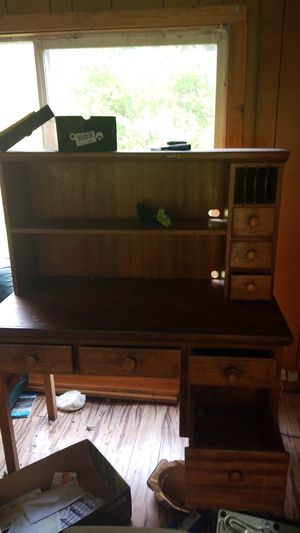 Free Desk! Pick up on vashon island! for Sale in Vashon, WA