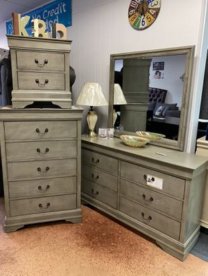 Weathered grey QUEEN SIZE complete bedroom set for Sale in Charlotte, NC