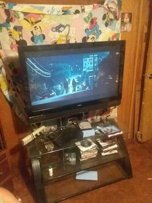 """VIZIO 50"""" tv with glass top tv stand for Sale in Jefferson City, MO"""