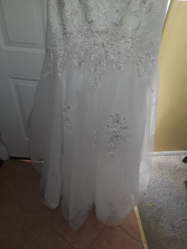 Beautiful Well Kept Wedding Dress size 12