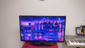 """40"""" Samsung TV in great condition with Roku streaming media player / remote for Sale in Dunlap, IL"""