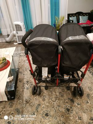 Zobo 2x double stroller for Sale in Nokesville, VA