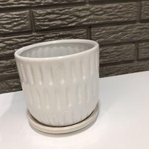 White Planter/ Plant Pot for Sale in Holladay, UT