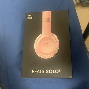 Beats Solo 3 Rose Gold/ White for Sale in Miami Gardens, FL