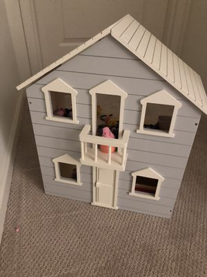 Doll house (pottery barn ) for Sale in Union City, NJ