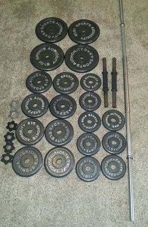 Weights 100lbs. 4x10lbs, 8x5lbs, 8x2.5lbs. 5 foot straight bar and 2 dumbbell bars. Comes with 6 weight locks. for Sale in Coconut Creek, FL