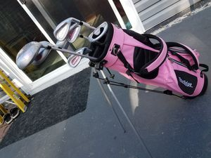 VERY NICE GIRLS/KID'S GOLF CLUBS AND BAG SET. RETAIL 129+$ for Sale in Bolingbrook, IL