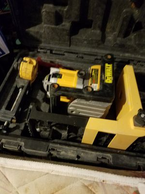 Dewalt leveling laser with case and stand. for Sale in Denver, CO