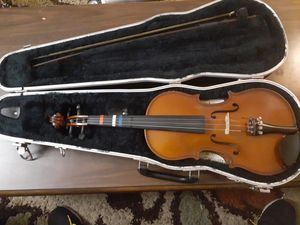 Violin Vivarius with case Size: 3/4 for Sale in Germantown, MD