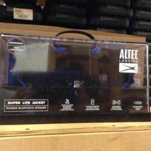 Altec lansing super life jacket !! Bluetooth speaker waterproof for Sale in Hialeah, FL
